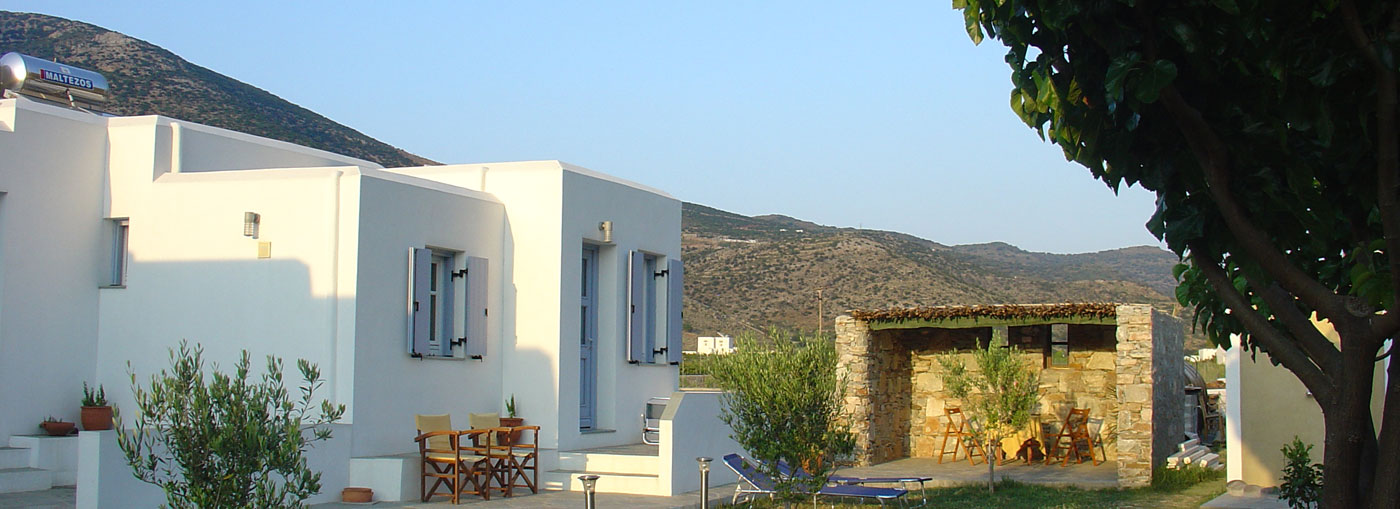 Rooms Makis in Kamares of Sifnos next to the beach